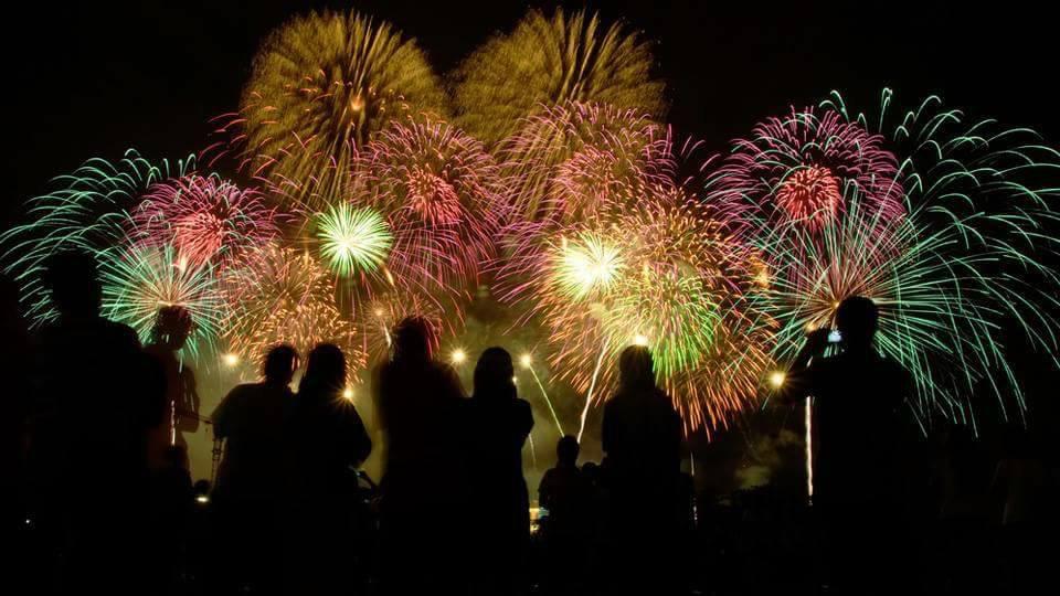 metro detroit fireworks