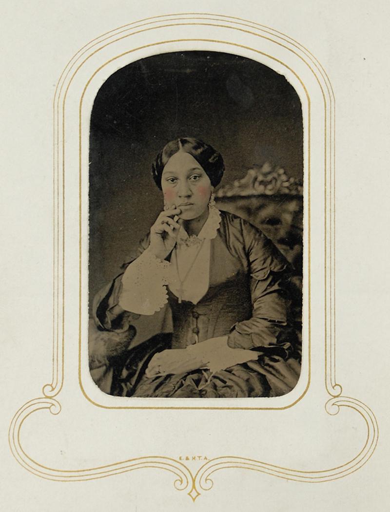 framing identity - Arabella Chapman